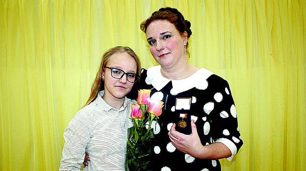 В преддверии Дня матери жительнице села им. Бабушкина Ольге Андреевской была вручена «Медаль материнства III степени».