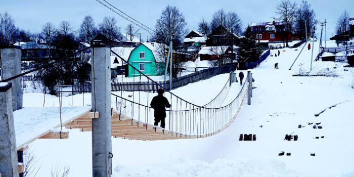 Навесной переход в центре села имени Бабушкина после капитального ремонта активно используют пешеходы.