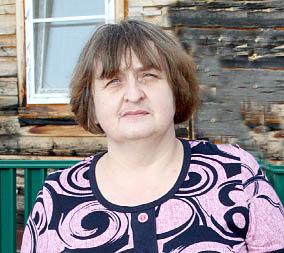 Елена Быковапросит убрать незаконную свалку около их дома.