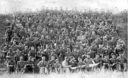 г. Гойберг (Германия), 5 июня 1945 года, интернациональная рота гарнизонного караула. Мой дед Степан Осипович Ярыгин - пятый слева в третьем ряду в пилотке. Добросовестно трудился в Бабушкинсом леспромхозе. Дедушка умер в 1982 году, но почему-то Орденом Отечественной войны его наградили в 1985-ом. Мы все его любим и гордимся им!
