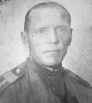 Андрей Иванович Куваев, ветврач по образованию, в Великую Отечественную войну вылечил и эвакуировал около 1000 лошадей.
