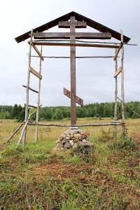 Поклонный крест в старой Вереговке. Работы уже завершены.