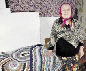 Александра Степановна по-прежнему занимается рукоделием.