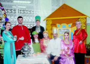 Ансамбль народной музыки «Солнцеворот» выступил с пьесой «Сказ про Федота-стрельца, удалого молодца».