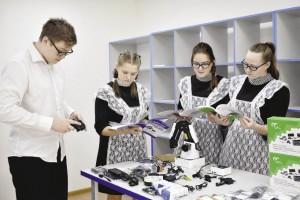 Одиннадцатиклассники Подболотной школы очень рады обновленным кабинетам и новому оборудованию.