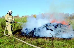 По сценарию было необходимо предотвратить распространение огня к жилым домам.